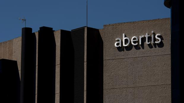 ACS ha iniciado una guerra de opas por Abertis
