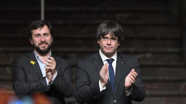 Toni Comín, exconsejero de Sanidad de la Generalitat, y Carles Puigdemont, expresidente de la Generalitat