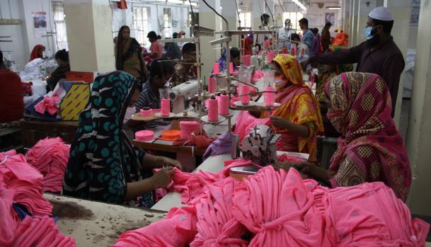 En Daca, la fábrica de ropa Florescent Apparels tiene 350 trabajadores y trabaja para marcas europeas