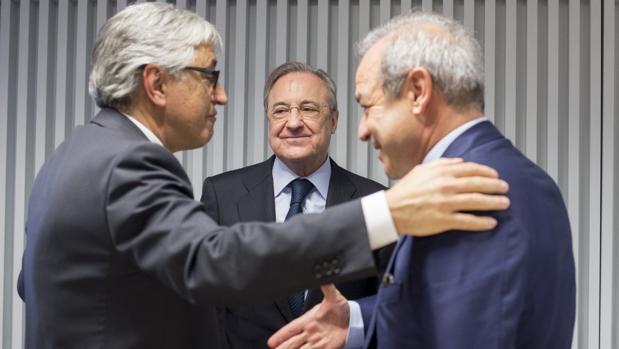 Florentino Pérez, Giovanni Castellucci y Marcelino Fernández