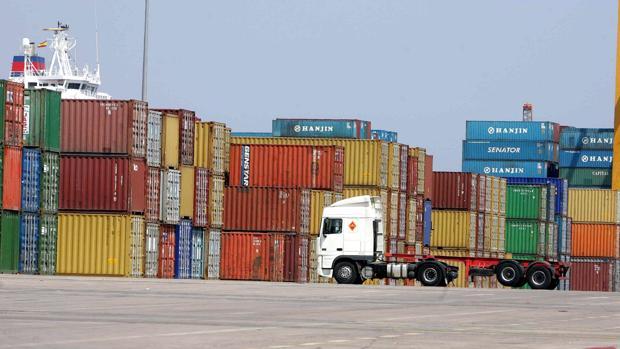 Instalaciones de Marítima Valenciana S.A, done se encuentran contenedores chinos