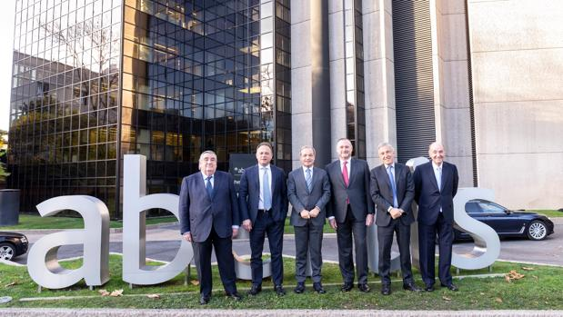 De izquierda a derecha, Pedro López Jiménez, Carlo Bertazzo, Marcelino Fernández Verdes, José Aljaro, Giovanni Castellucci y Miquel Roca Junyent