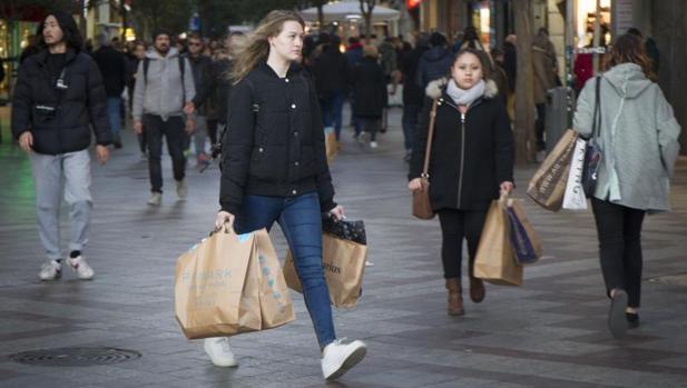 El 44,2% de los consumidores llega justo a final de mes