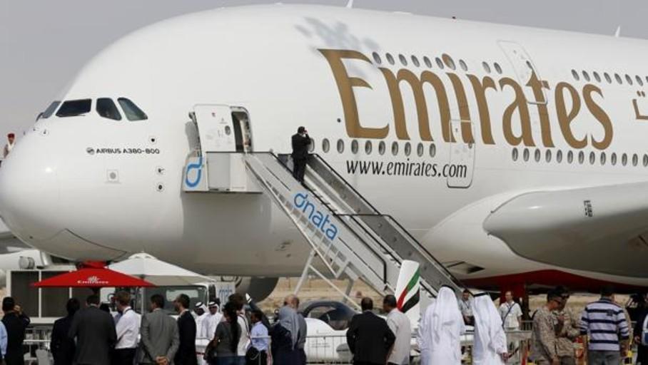 Emirates oferta empleos con 2.400 euros de sueldo, casa gratis y prestaciones médicas incluidas