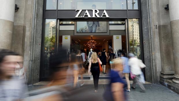 Entrada de una tienda de Zara en Barcelona