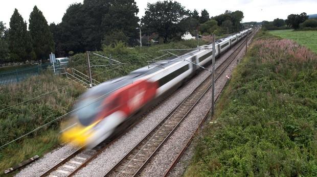 Tren de Virgin realizando el trayecto Londres-Birmingham
