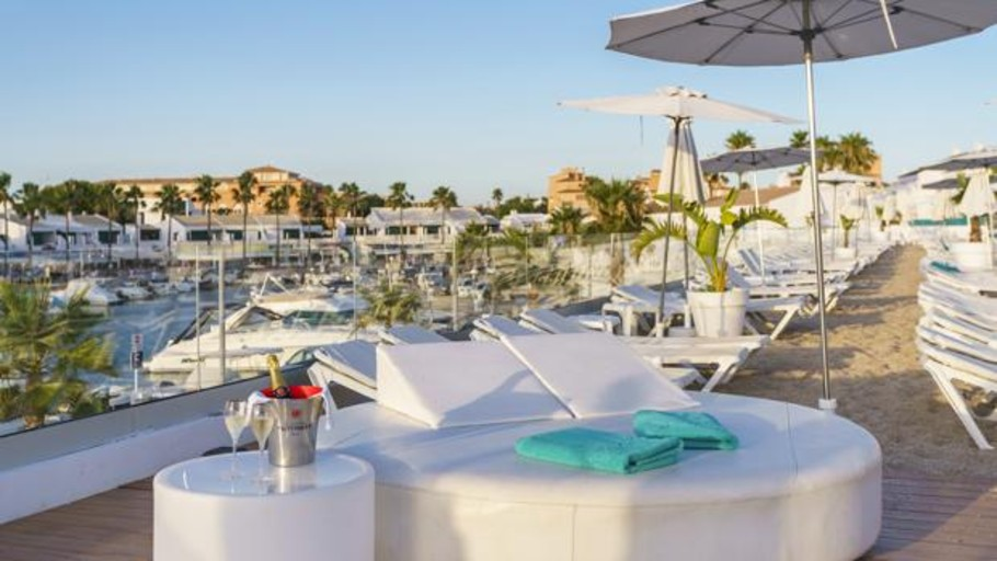 Los hoteles solo para adultos aumentan cada año en España