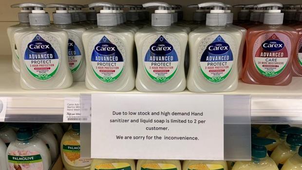 La falta de stock de productos higiénicos conlleva a que algunos súper impongan un límite en Reino Unido