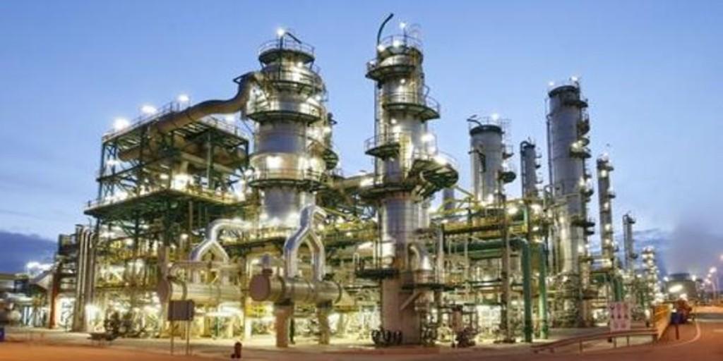 Repsol produce biocombustible para aviones en su planta de Tarragona