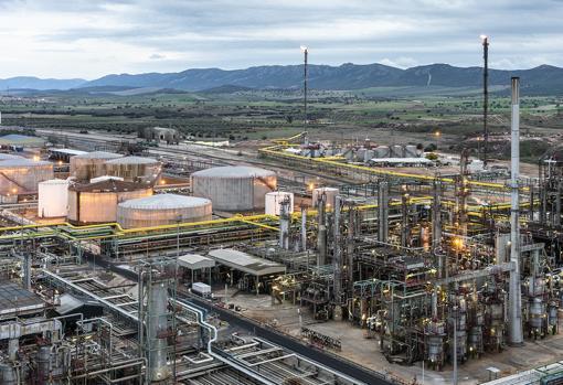 Complejo industrial de Repsol en Puertollano (Ciudad Real), donde la compañía fabricó su primer lote de biocombustible para aviones