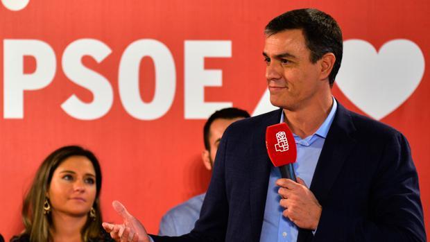 l secretario general del PSOE y presidente del Gobierno en funciones, Pedro Sánchez, participan en una comida-mitin en Jaén (España)