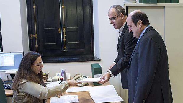 Egibar y Ortuzar, del PNV, registran en 2013 la ponencia de autogobierno en el Parlamento vasco