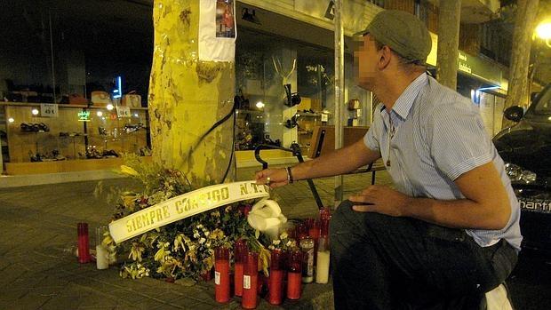Homenaje en los bajos de Azca a un joven pandillero asesinado en 2009