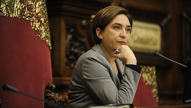 Ada Colau durante una sesión plenaria