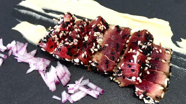 Tataki frío de atún de Almadraba del restaurante O'Grelo