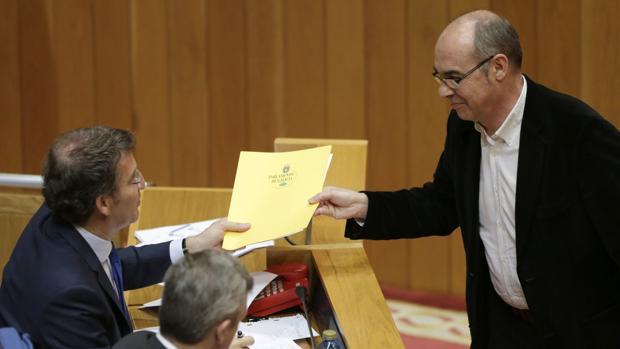 Feijóo y Jorquera durante un pleno en el Parlamento