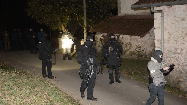 Agentes en la operación que ha tenido lugar en Francia durante la tarde del viernes