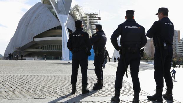 Imagen de archivo de un operativo de la Policía Nacional en Valencia