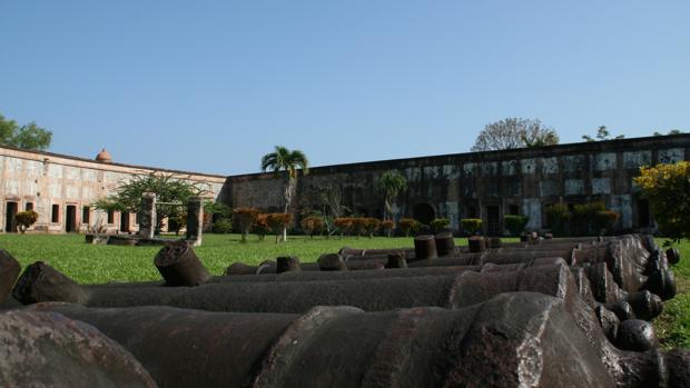 En 1759, Fernando VI autorizó la construcción de la Fortaleza de San Fernando, en Honduras, que terminó en 1775