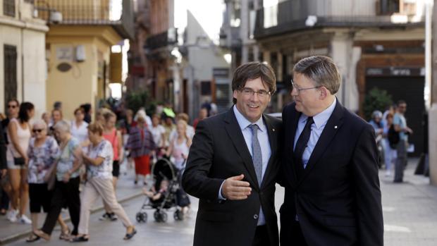 Imagen de archivo de los presidentes Puig y Puigdemont