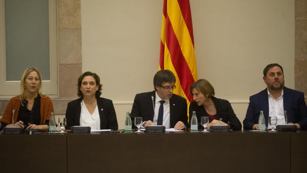 Cumbre en Barcelona sobre el referéndum el 23 de diciembre con Puigdemont, Colau, Forcadell y Junqueras