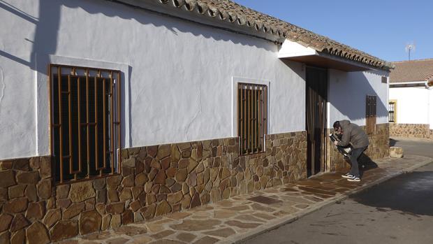 En esta vivienda de Corral de Calatrava (Ciudad Real) fallecieron dos ancianos el pasado mes de enero al declararse un incendio