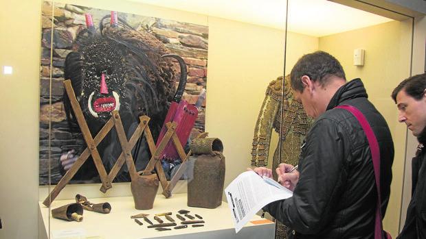 La exposición de Sinaga permanecerá en el Etnográfico hasta abril