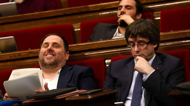 Oriol Junqueras, en el Parlamet junto a Carles Puigdemont