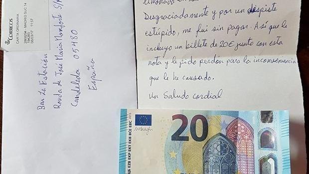 Carta con el billete de 20 euros que ha llegado a un bar ce Candeleda