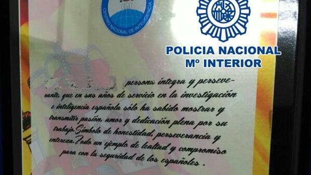 Placa de agradecimiento al donante intoxicado por el falso agente del CNI