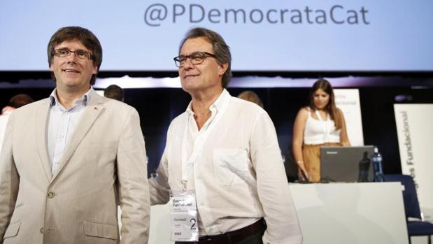 Carles Puigdemont y Artur Mas, en un acto de partido del PDECat