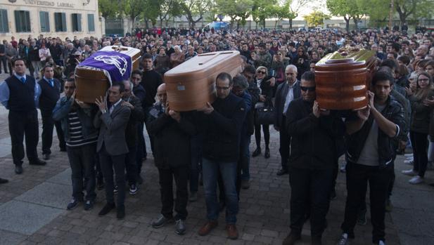 Familiares y amigos despiden a los montañeros fallecidos