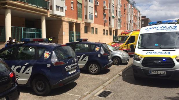La Policía y Emergencias en la calle Ricardo Beltrán