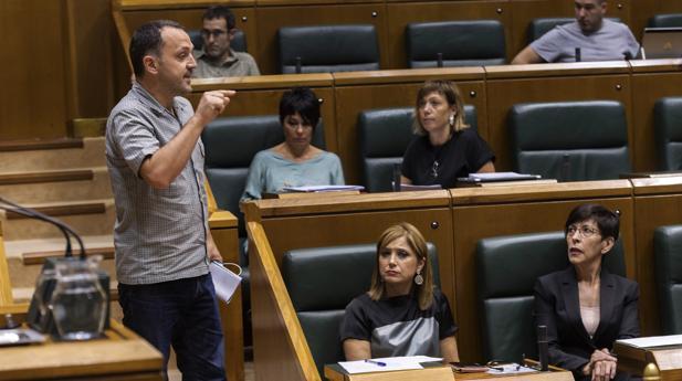 El parlamentario de EH Bildu Unai Urruzuno