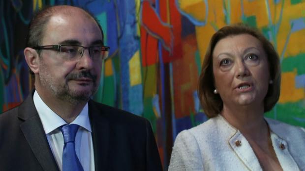 El presidente aragonés, Javier Lambán (PSOE), junto a su antecesora, Luisa Fernanda Rudi (PP)