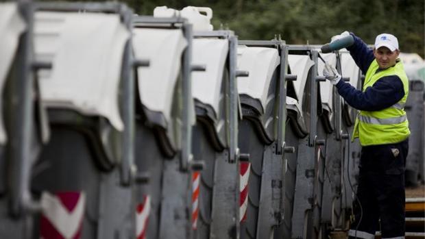 Contenedores de basura y de reciclaje