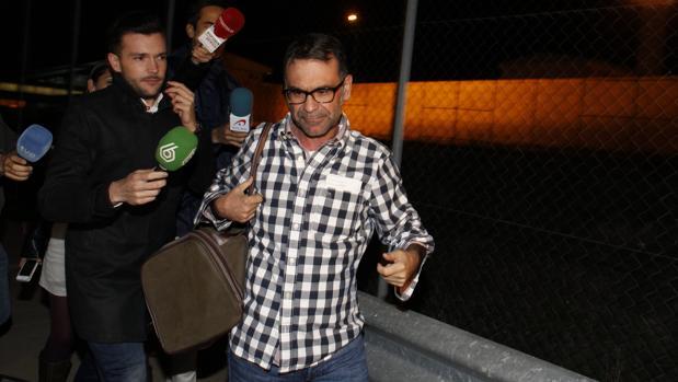 El exalcalde de Parla, José María Fraile, a su salida de la cárcel de Soto del Real