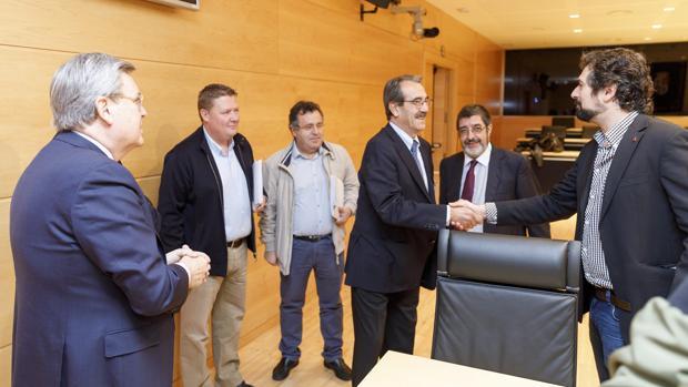 Ontiveros comparece en la comisión de investigación sobre las cajas, en las Cortes de Castilla y León
