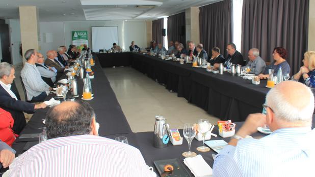 Reunión de representantes de los regantes de la Comunidad Valenciana en Alicante, este lunes
