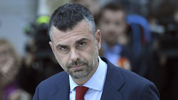El exconsejero de Empresa de la Generalitat Santi Vila este jueves a su llegada a la Audiencia Nacional