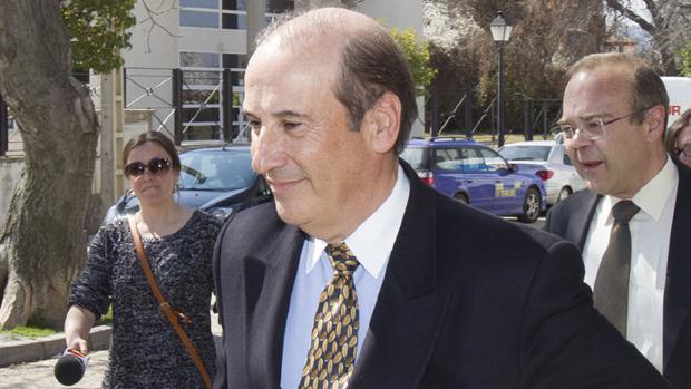 El nieto del dictador acusa a la Guardia Civil de «parcialidad», de perjudicarle en la investigación del caso