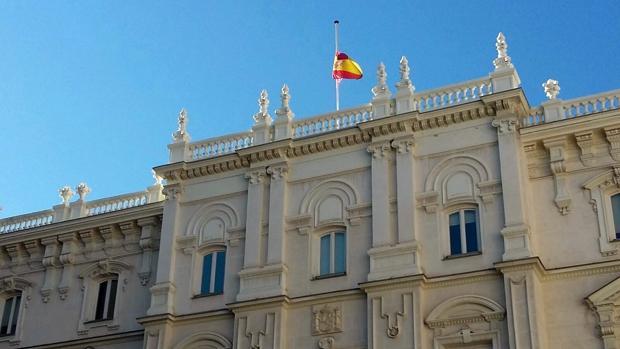 La Fiscalía General del Estado, con la bandera a media asta por el fallecimiento de Maza