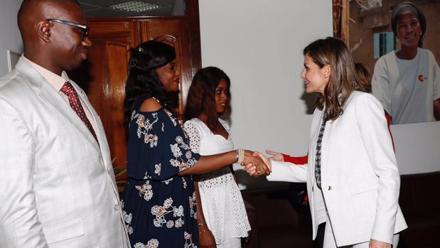 La Reina Letizia, hoy tras una reunión con cooperantes en Dakar