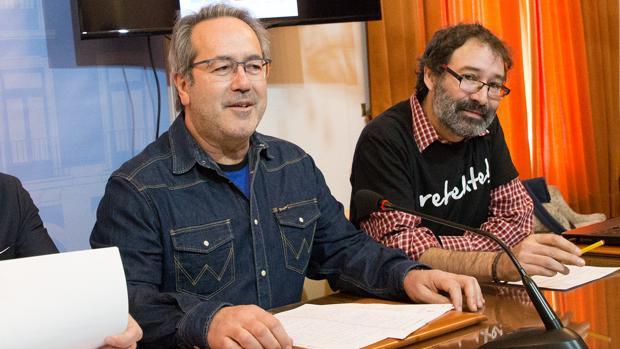 Guarido, junto al concejal de Economía y Hacienda, Miguel Ángel Viñas, en una reciente rueda de prensa