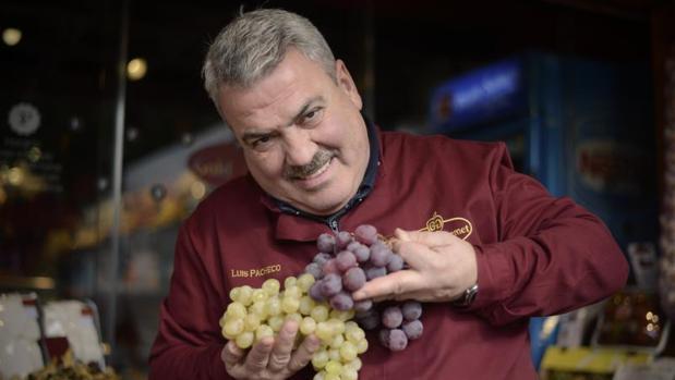 Luis Pacheco, propietario de la frutería Gold Gourmet de Platea Madrid