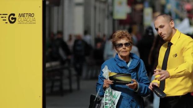 Acción sobre el uso del transporte público en la calle peatonal de Triana, en la ciudad de Las Palmas