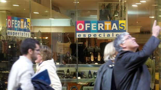 Imagen de archivo de una calle comercial de Valencia