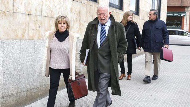 Los exconsejeros Begoña Nuñez, Zenón Jiménez, Olga Palacio y Marcos García, a su llegada a los juzgados