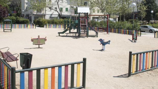 Columpios de un parque infantil de Madrid