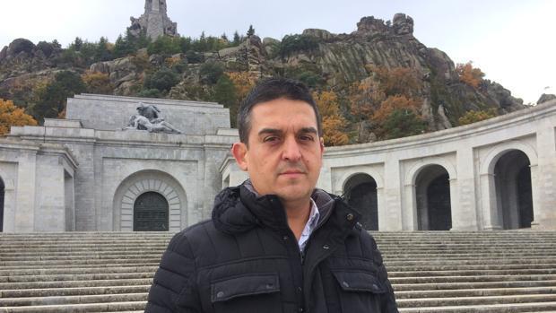 Carles Mulet, delante del Valle de los Caídos